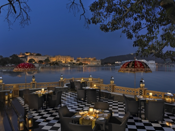 The Leela Palace Udaipur, Sheesh Mahal Restaurant